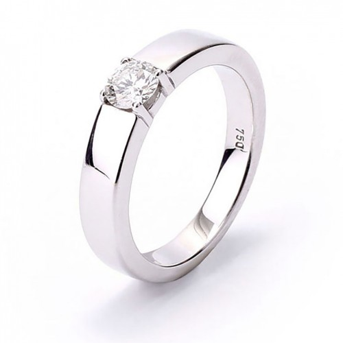 18 karat white gold solitaire ring with diamond