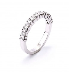 18 carat gold engagement ring with brilliant cut diamonds