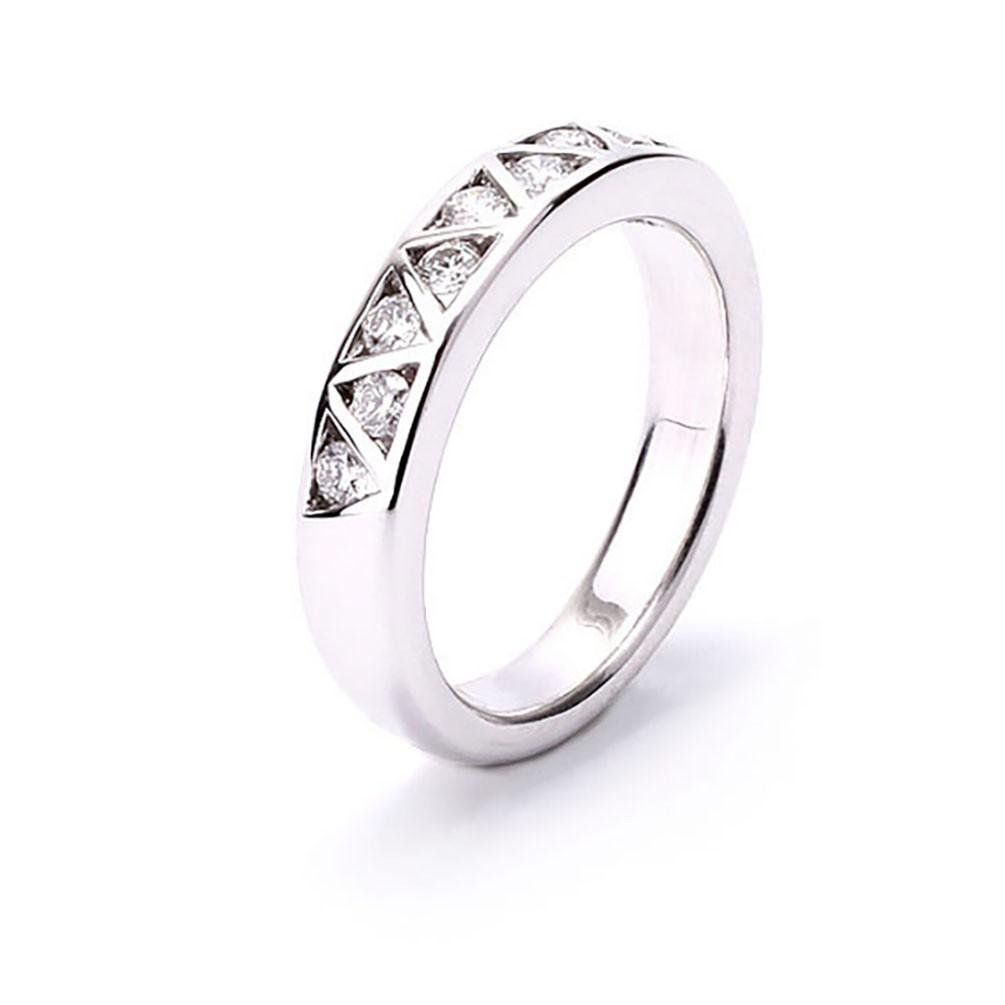 cedaeb3c4923 Alianza diamantes engastados en forma triangulo 9 diamantes oro blanco