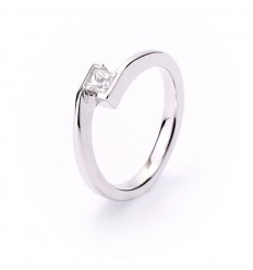 Solitaire engagement 1 princess cut diamond 18 carat white gold
